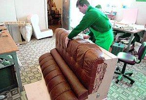 Перетяжка дивана кожей цена