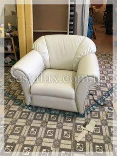 Перетянуть кресло кожей